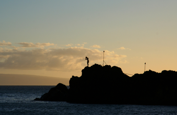 Free things to do on Maui - Watch cliff divers from the beach