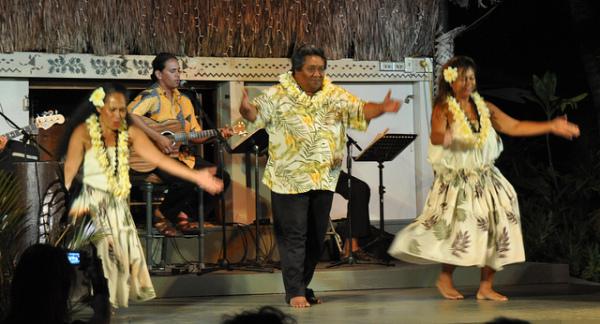 Free things to do on Maui - Watch the Hula Show at Ka'anapali Beach Hotel
