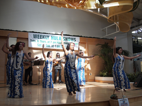 Free things to do on Maui - hula show and ukulele lessons
