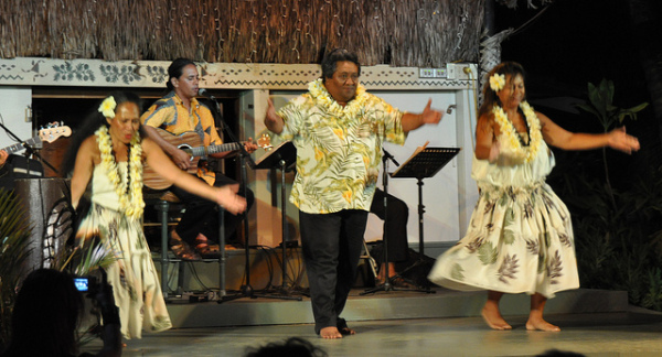Free things to do on Maui - Watch the Hula Show at Ka'anapali Beach Hotel