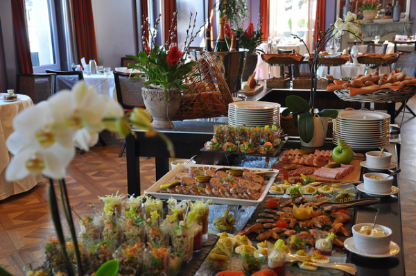 Hawaiian food; Taste everything at the breakfast buffet